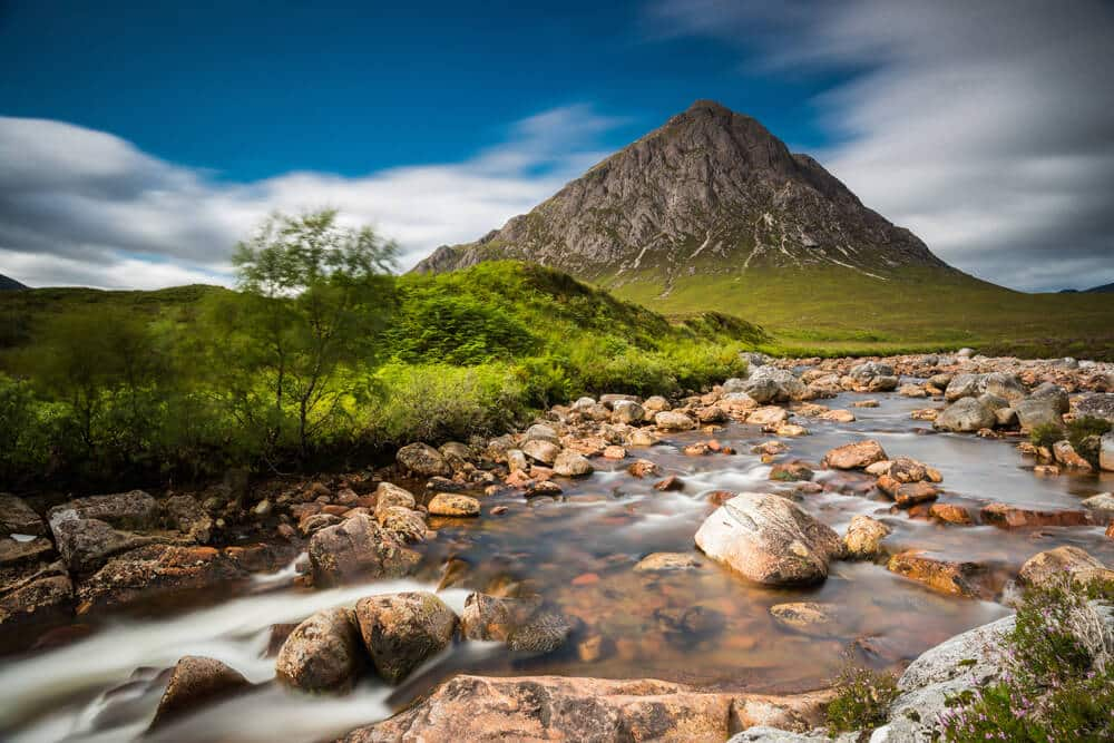 Fantasievoller Blick auf den Buachaille Etive Mor in Schottland © orxy / Shutterstock