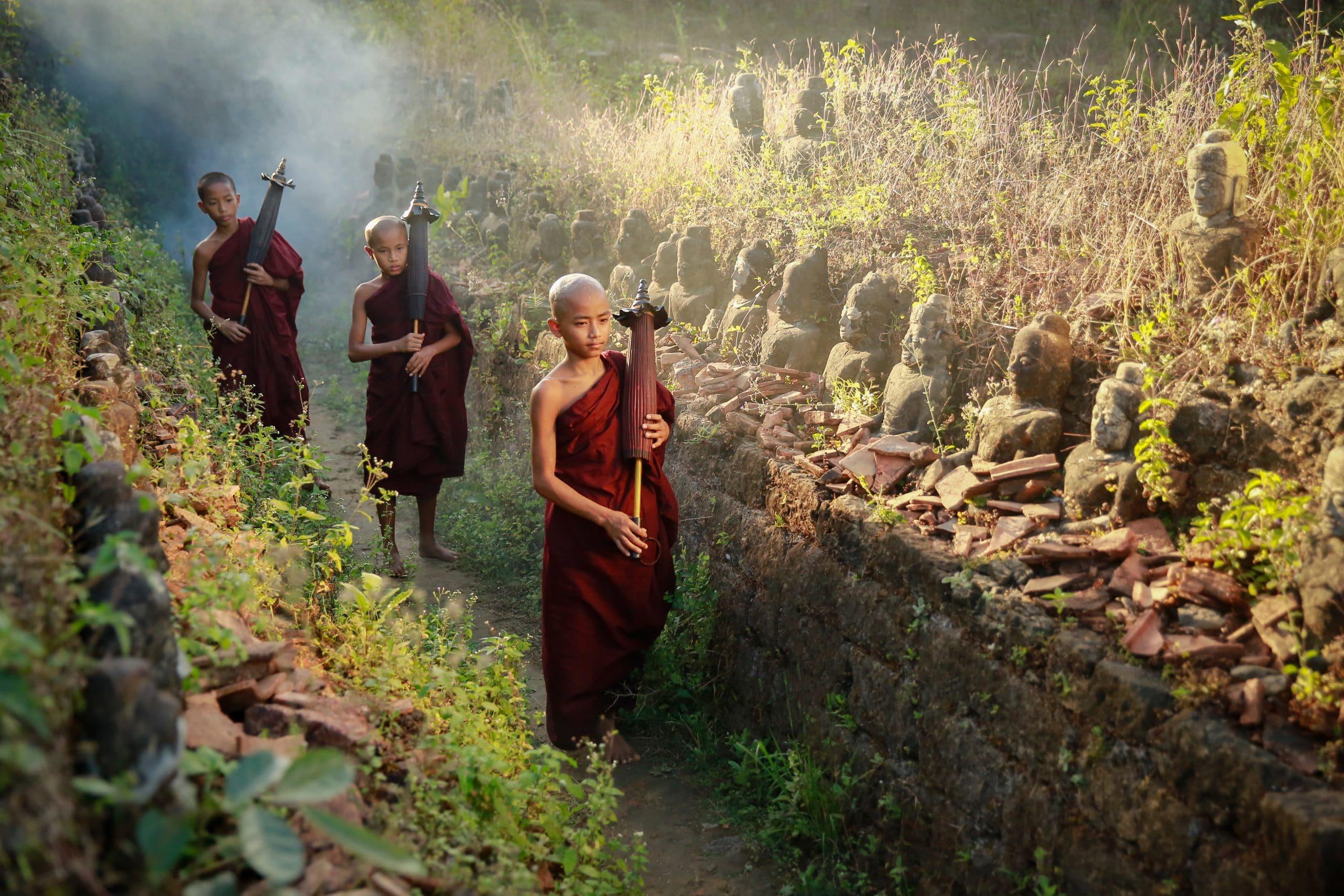 mönche novizen buddha pagode