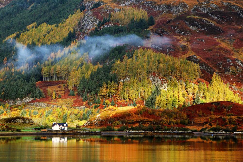 Das Hochland Schottlands im Herbst