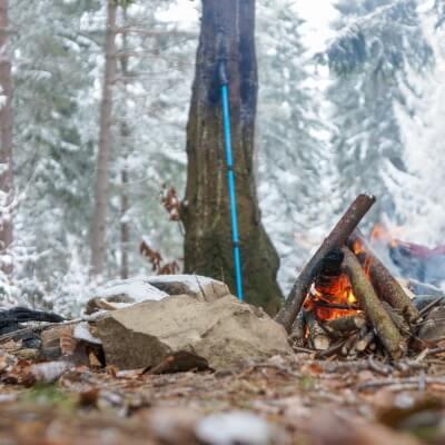 Kalte Tage überleben auf Wanderung