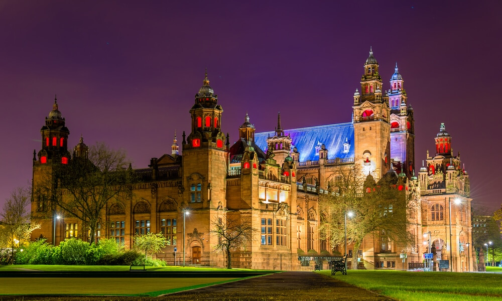 Foto des Kunstmuseums Kelvingrove Schottland bei Nacht
