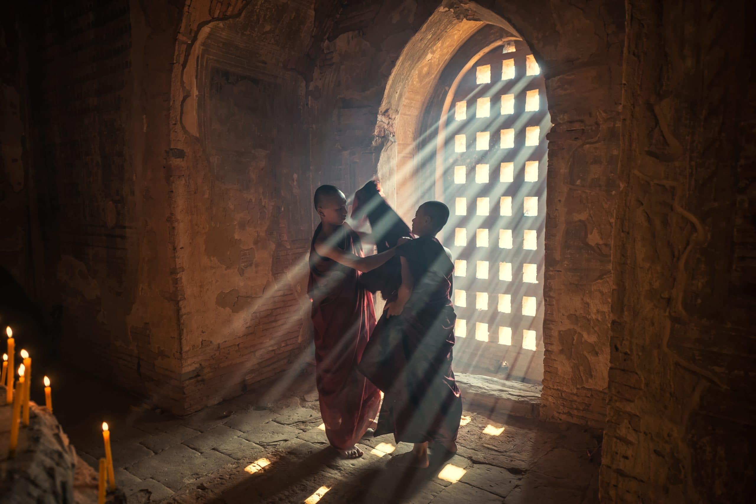 myanmar mönche tempel novizen