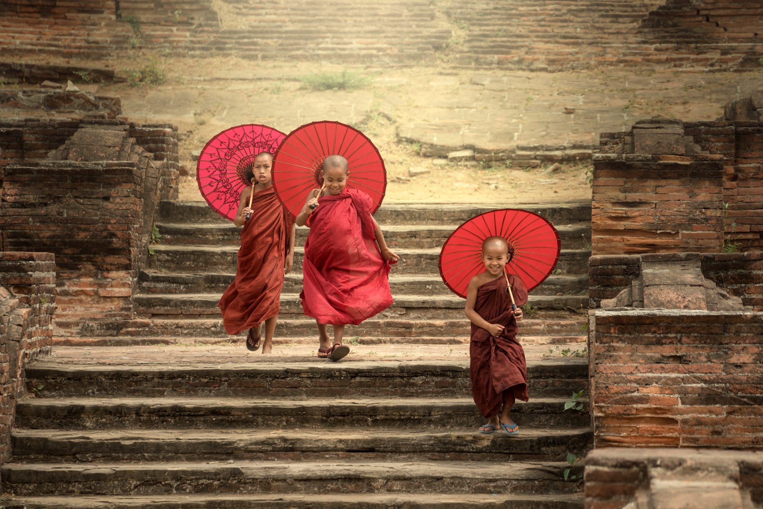 novizen mönche pagoda mandalay