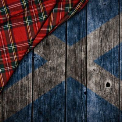 Schottland-Flagge und Tartan