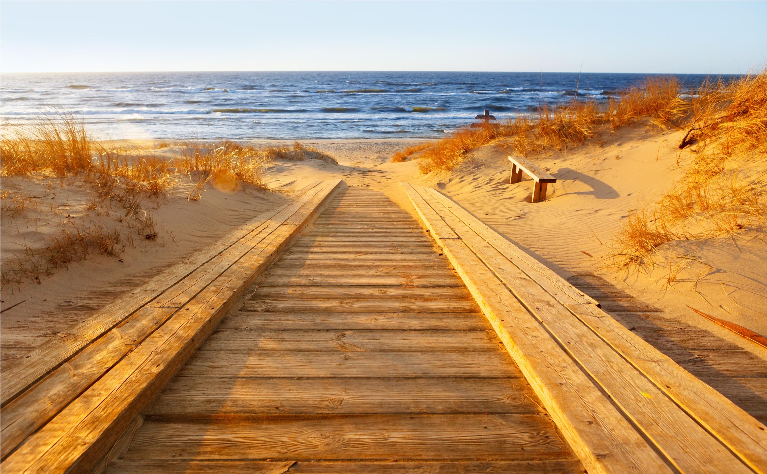 Strandübergang an der herbstlichen Ostsee