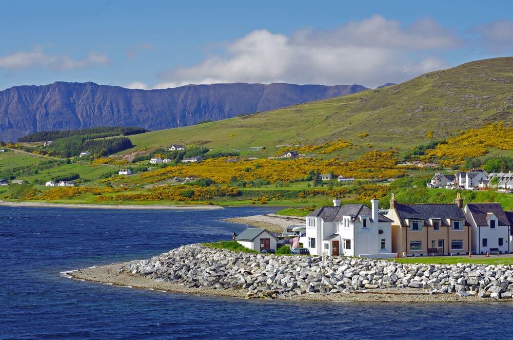 Küsenbild der Küste Ullapools - Schottland