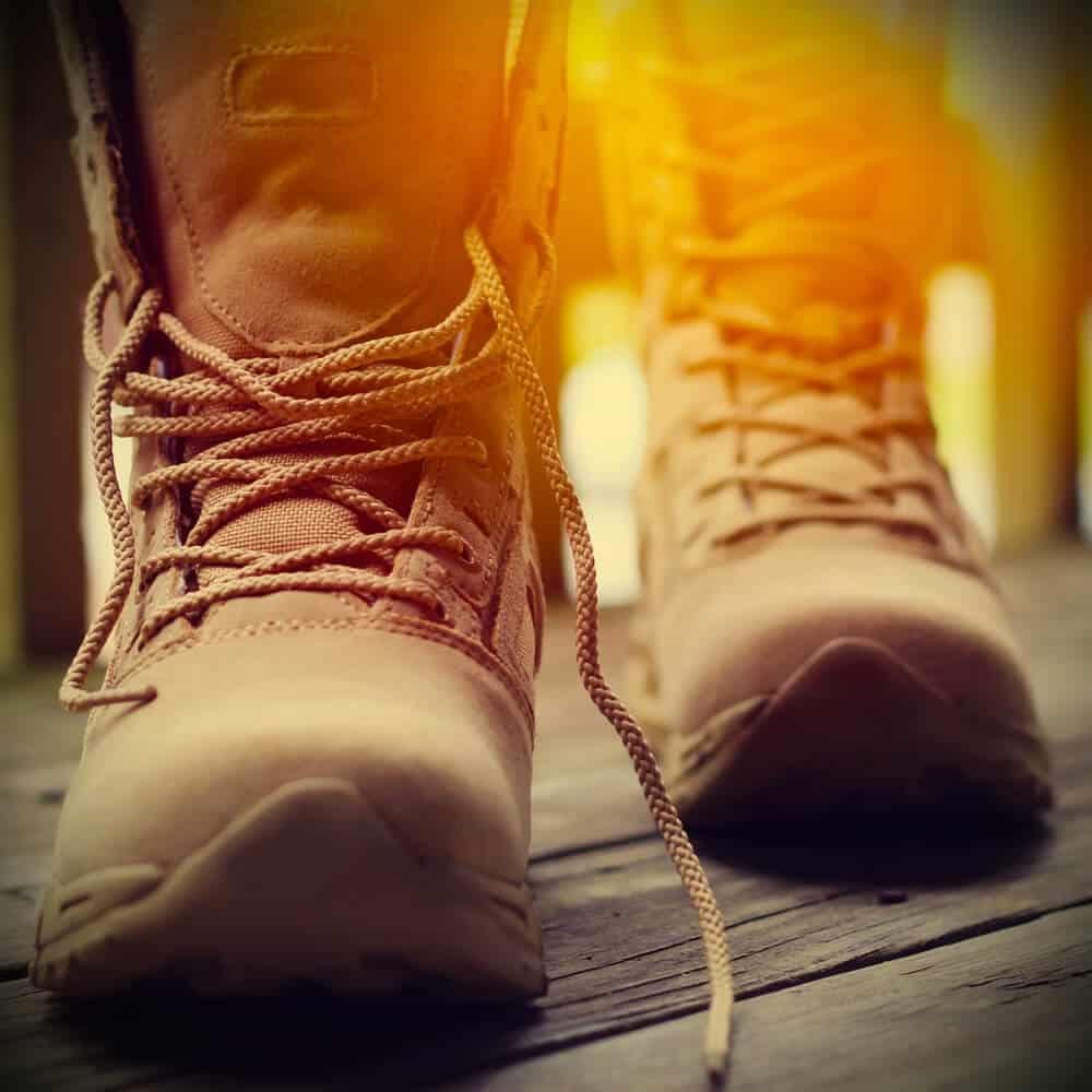 Gut sitzendes Schuhwerk und die richtigen Socken schützen vor kalten Füßen.